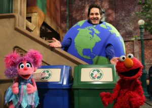 Mr. Earth (Paul Rudd) teaches Elmo and Abby about recycling.